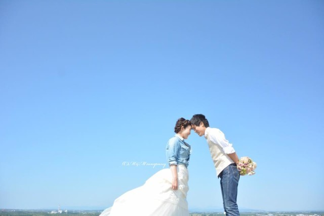 couple near the sea — Photo by Hokkaido Location Photo Wedding
