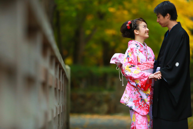 Pink kimono couple — Photo by Studio-j