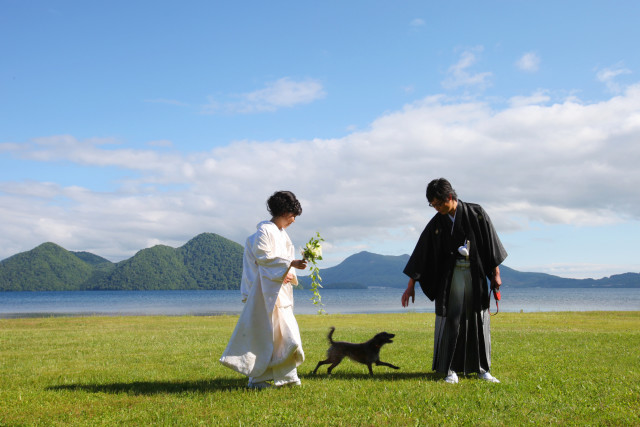 couple and their dog in Hokkaido— Photo by Studio-J