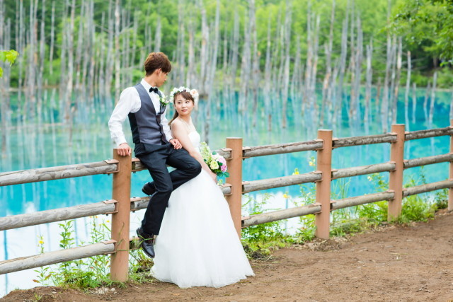 beautiful pre wedding photo by lake— Photo by Lykke photo style