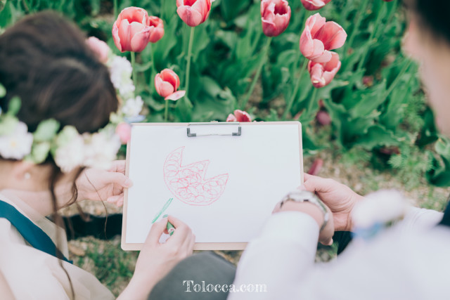 drawing a tulip — Photo by Tolocca|Bespoke Photography
