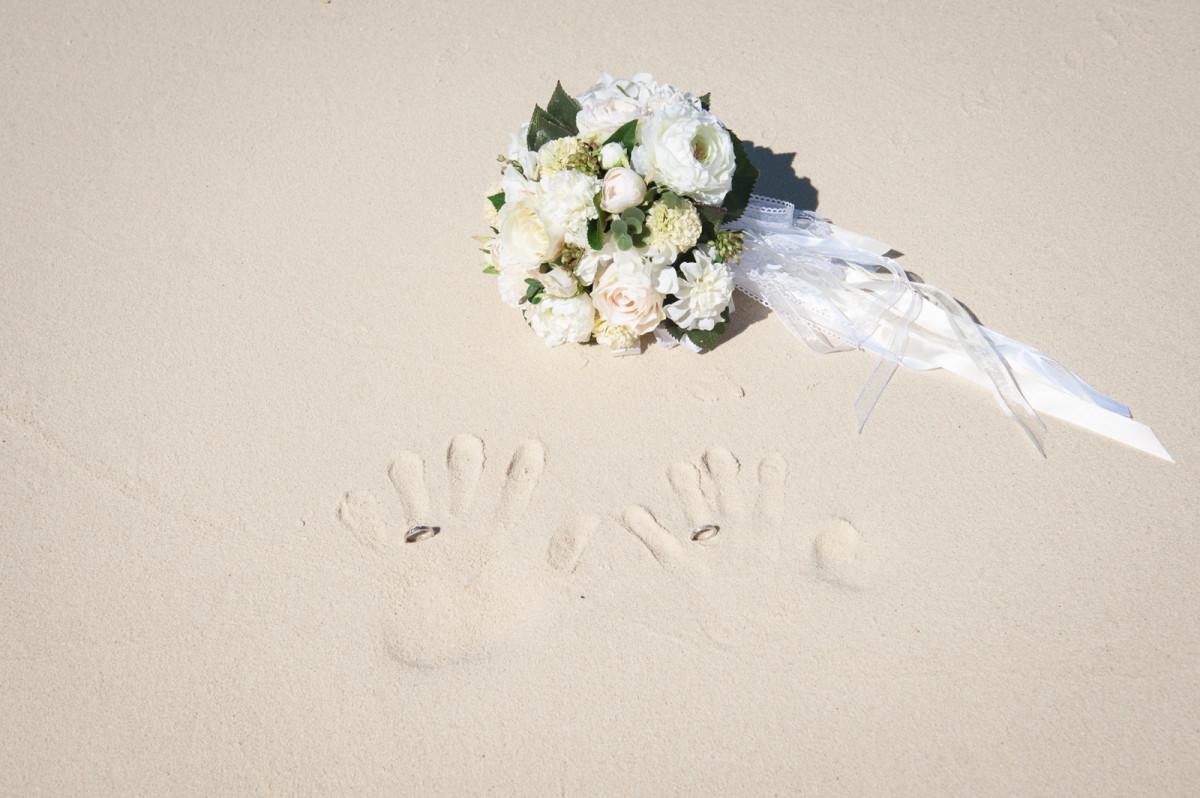 SOMETHING BLUE PHOTOGRAPHY(ベン・デュリュック)が撮影したビーチでのウェディングフォト