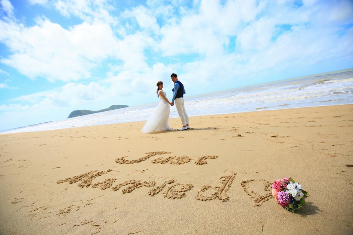 ケアンズ ショーカイ フォト ファクトリーが撮影したビーチでのウェディングフォト