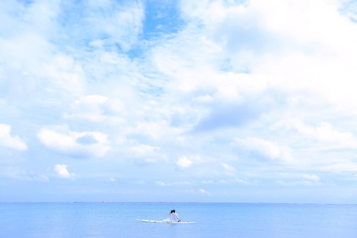 Studio SUNSが撮った沖縄の海でのウェディングフォト