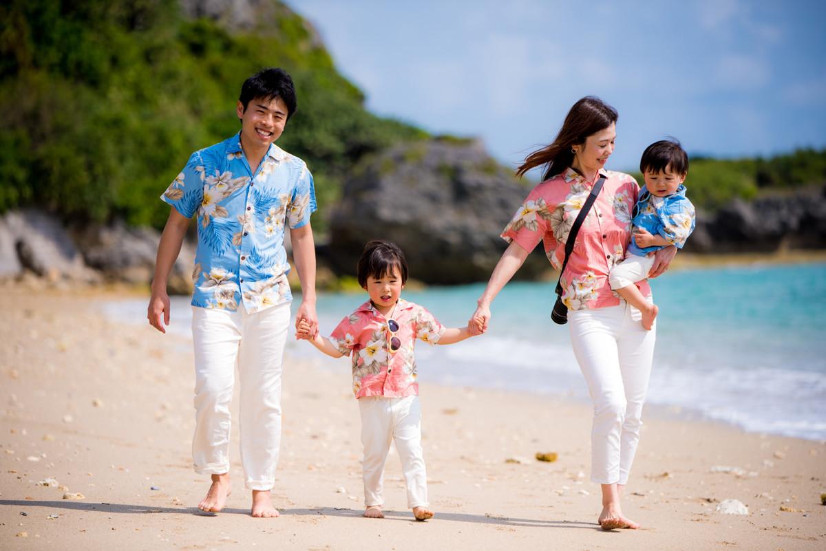 N's martの撮った沖縄での家族写真(エミリィ)