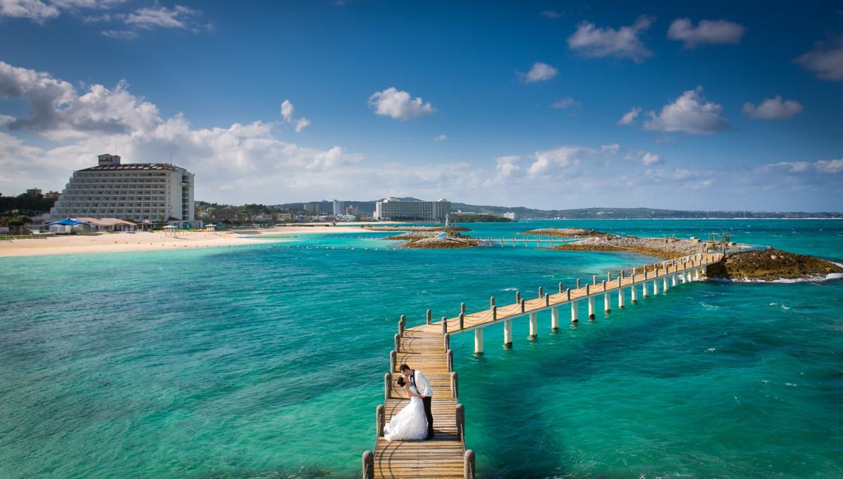 fotoShisa Photography(ピートリオン)が撮った沖縄の浅瀬ウェディングフォト