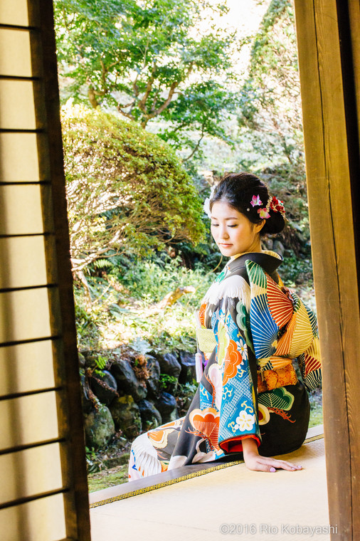 A woman sitting in her hikifurisode