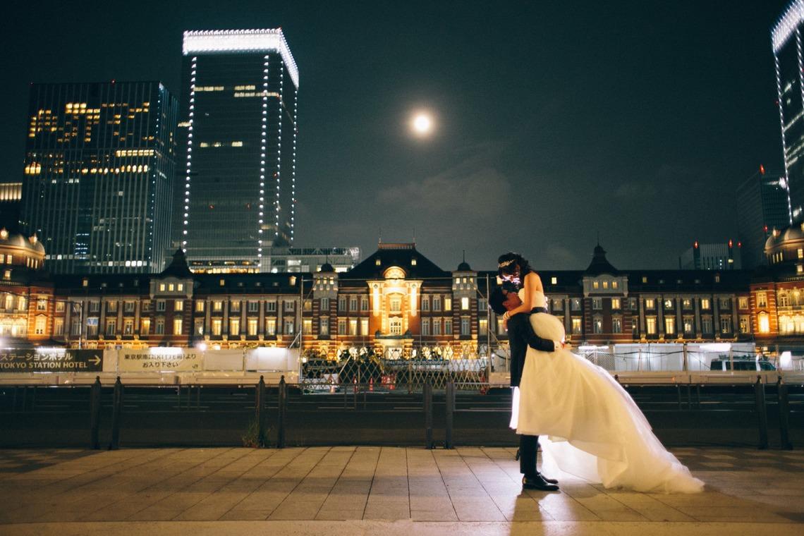 東京駅を背景にしたナイトフォト