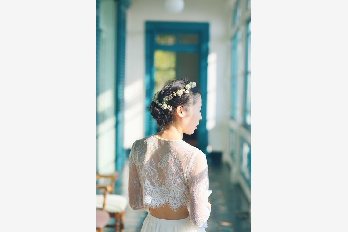 セパレートドレスと白詰草の花冠