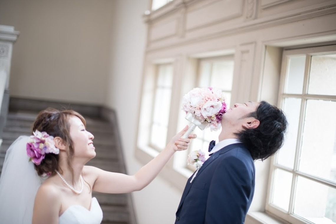 candid shot of bride and groom— Photo by Gentoku Katakura 片倉写真事務所