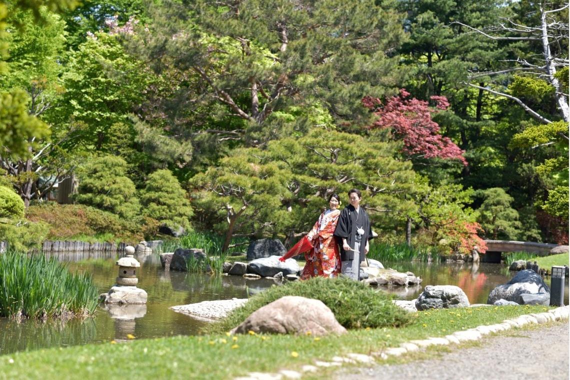 happy couple  — Photo by Hokkaido Location Photo Wedding