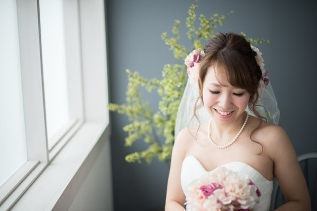 bride with a beautiful bouquet — Photo by Katakura Photo Office